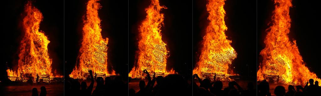 Belfast Bonfire Collapses